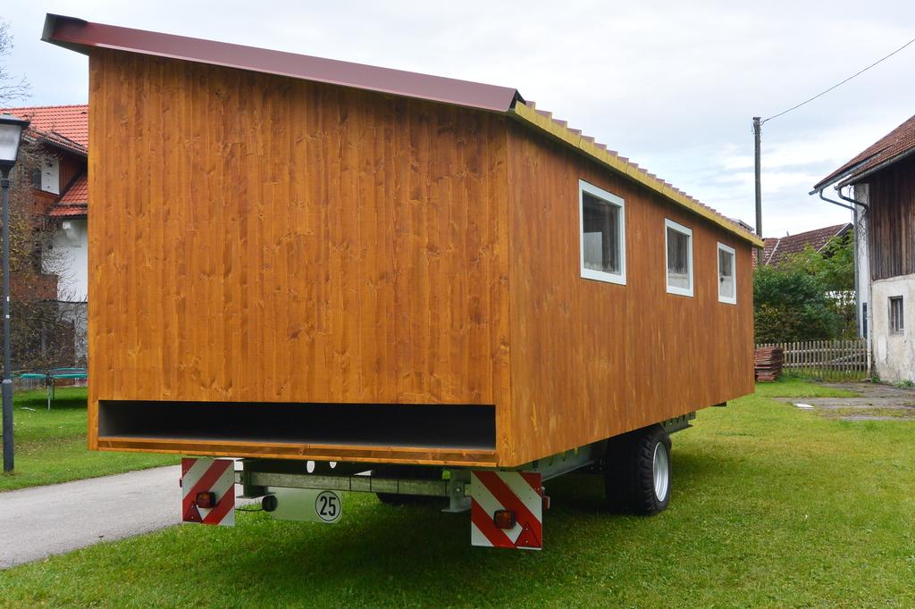h hnerstall mobil das fahrbare h hnermobil home bilder. Black Bedroom Furniture Sets. Home Design Ideas